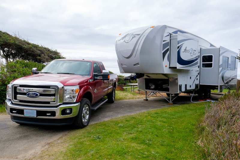 fifth wheel trailer with ford truck