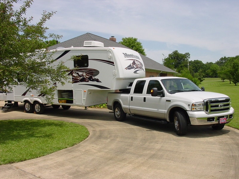 Fifth Wheel Trailer vs Travel Trailer